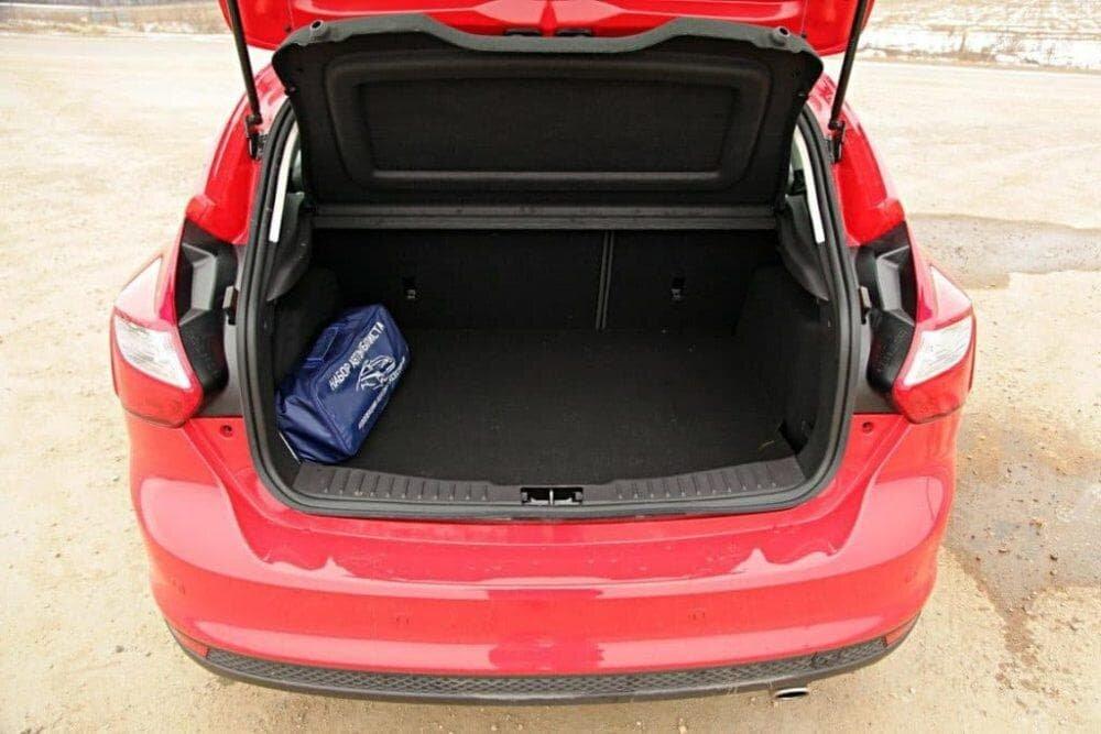 Объем багажника Форд Фокус 2