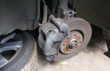 Как заменить задние тормозные колодки на Форде Фокус 1
